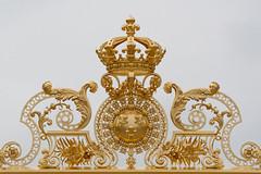 Grille du chteau de Versailles (Franois Doroth) Tags: france castle fence gold golden or versailles crown grille fleurdelys chteau palaceofversailles couronne feuilledor franoisdoroth francoisdorothe