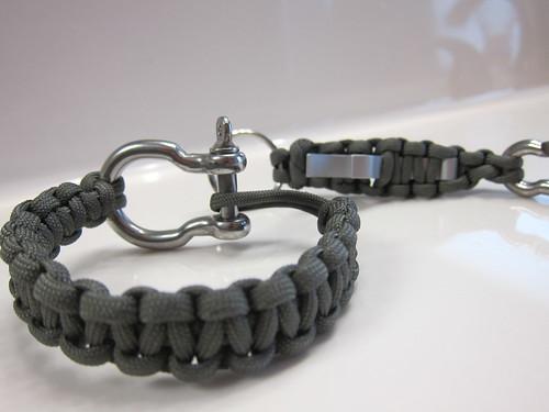 Paracord bracelet carabiner bottle opener 004