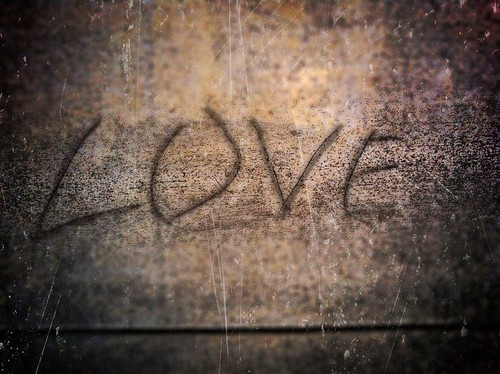 32/365- Love Vandalism by elineart