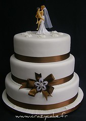 Wedding cake (Crazy Cake - Cakedesigner57) Tags: wedding weddingcake brooch sugar mariage fondant piècemontée stackedcake