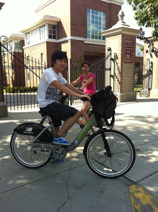 Kwang Le and Bonnie Leung trying the Hubway Bikes