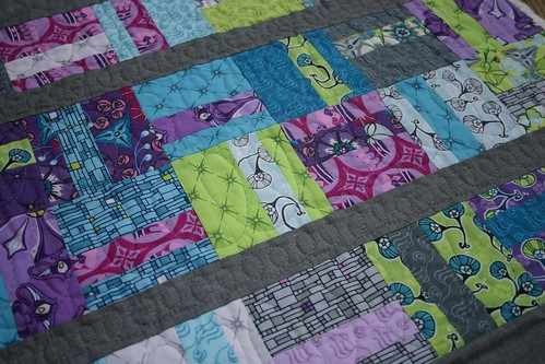 Kingdom Quilt - loopy quilting b