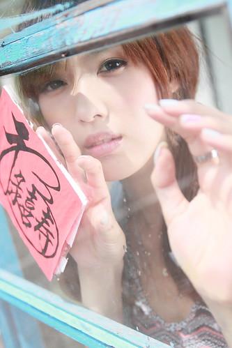 [フリー画像素材] 人物, 女性 - アジア, 台湾人, 窓, ブラウス ID:201110080600
