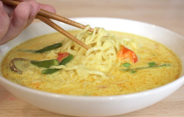 Mama Loves Food!: Ten Minute Coconut Curry Chicken Noodle Soup