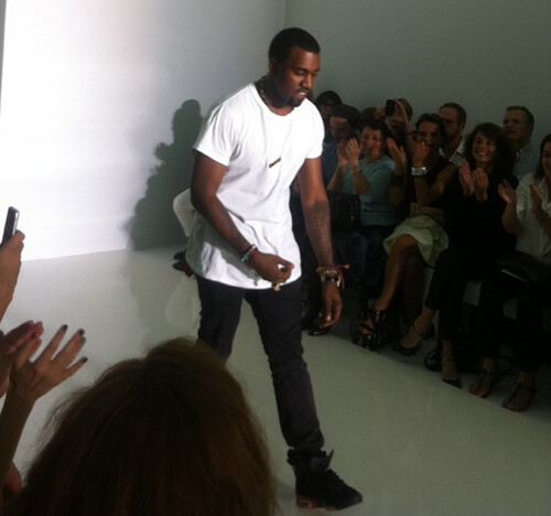 Kanye takes a bow at fashion show