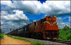Twin Raipur WDG-3A (Ankit Bharaj) Tags: india electric train canon photography fan is mail diesel indian engine rail rake locomotive 100 express railways coaches wagons freighter sx alco railfanning orrisa irfca raipur wdg3a jharsuguda bobrn sarbahal