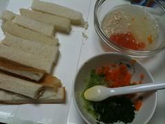 とらちゃんの昼御飯:食パン、チキントマトタマネギダイコンのス ープ、キャベツニンジン小松菜のとろみ煮、ベビーダノン、ミルク 80ml