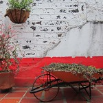 "Wheelbarrow <a style=""margin-left:10px; font-size:0.8em;"" href=""http://www.flickr.com/photos/14315427@N00/5924247148/"" target=""_blank"">@flickr</a>"