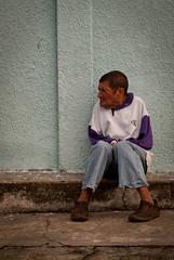 madrugando (Eleazar Rojas) Tags: cold look amigo calle friend homeless forgotten sit sentado hungry sat mirada frio olvido hambre forget vagabundo olvidado pordiosero