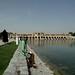 Parque ao lado do rio em Esfahan