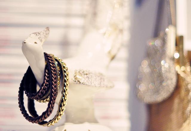50's bird figurine with  chain bracelets
