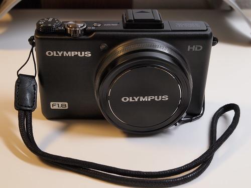 OLYMPUS XZ-1 + Leica 18684 リストストラップ