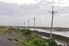 七股校區屬於漁塭地區,光是水電、排水設施就花了七、八億元,在這樣的環境打造一所大學,要投入的建設經費像個無底洞。圖片:陳香蘭/攝。