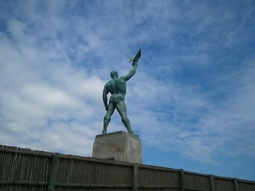 鵠沼銅像前ポイントの銅像