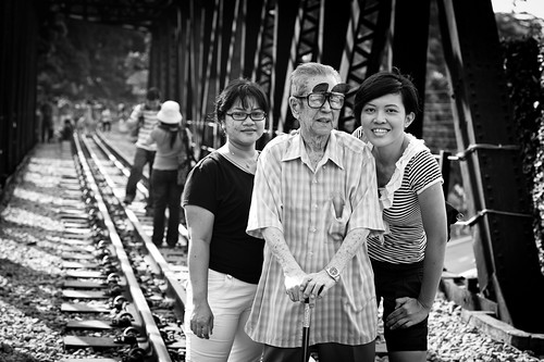Mr Lee with his domestic help and caretaker of 7 years on his left, and his granddaughter Jasmine on his right. At age 85, and with the KTM service closing, this would probably be his last visit to the tracks.