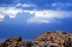 19850900 Korsika L'Ile Rousse Leuchtturm (9) (j.ardin) Tags: lighthouse rock faro corse corsica beacon phare rocher roca leuchtturm felsen leuchtfeuer korsika lilrousse