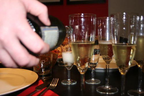 champagne-pouring