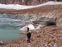 angel glacier mt. edith cawell, jasper np-kanada (Pixmac_fi) Tags: watching lakes hills summertime np 2people vesi kesä pari kanada désert katse luonto aurinko kaksi päivä matkalla jäätikkö ihmiset kivet maisemat sää autiomaa 18years matkailu miehet auringonpaiste kalliot utdoors kuiva henkilö lammilla kansallispuistot vuodenajat aikuinen päivänvalo vuoria urokset ulkotiloissa vedenkorkeus kaksiihmistä ihaillen matkailijat manskanssasaksofonionredyellowtausta maskuliininen
