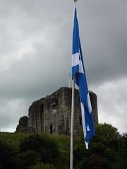 Dundonald Castle (Screwdriver32,more off than on :-() Tags: castle scotland fuji flag finepix fujifilm highlandgames saltire ayrshire dundonald hs10 hs11 myfuji stsndrews screwy32 screwdriver32 myfjui johnscrewdriver