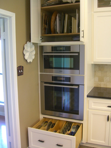 Below The Ovens There Is Drawer With Dividers Deep Enough To Hold Cake Pans  And Muffin Tins. Above The Ovens, We Left A Gap For The Micro Shelf That  Goes In ...