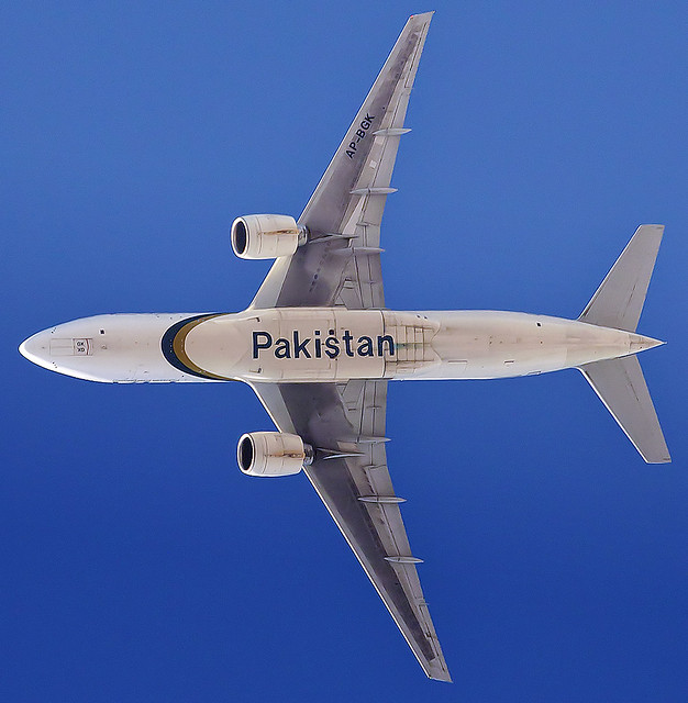 Pakistan International Airlines B772 AP-BGK @ 2743 m