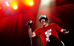 Red Hot Chili Peppers - Rock in Rio 2011 (Fernando Frazo) Tags: show california brazil music rock brasil riodejaneiro canon drums eos surf play bass guitar live crowd band sound 7d rocknroll flea rhcp redhotchilipeppers rockandroll rockinrio fernandofrazo