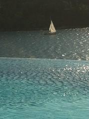 mavi&beyaz (srac) Tags: havuz yelken denz