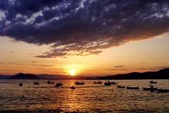 Atardecer en Murcia (vzquez) Tags: sunset summer sky espaa water contraluz atardecer mar spain agua barcos playa paisaje murcia cielo verano puestadesol calor mazarron azohia dsct70