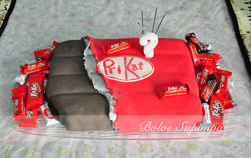 Kit Kat Cake by Bolos Supimpa