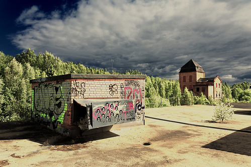 Mot gamla fabriken by photographer Hans Wessberg