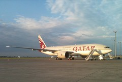 Qatar Boeing 777-200LR  A7-BBE (coyo+e) Tags: sky cloud window tarmac plane airplane fly airport wings ramp montreal aircraft aviation air wing aeroplane ciel boeing vole airlines nuage nuages 777 aeroport runway flap dorval aero avion aiport piste yul aerodrome generalelectric iphone ailes 772 rampe 777200lr aeronef ge90 cyul atterissage quatar 772lr ge90115 a7bbe