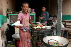Street Food in Srimongal Market - Bangladesh (uncorneredmarket) Tags: food market streetfood bangladesh foodvendor dpn srimongal shingara bangladeshifood sylhetdivision sreemangal