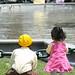 Crianças admirando a fonte - Arequipa