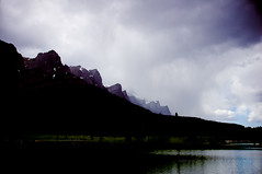 storm brewing. (*Sabine*) Tags: lake canada mountains landscape see berge alberta canmore landschaft kanada