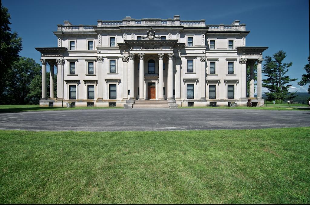 Gallery images and information: Gloria Vanderbilt Estate