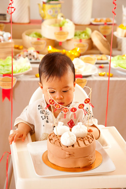 5 Karaspartyideas-Fondant Asian Buns and Steamer Cake