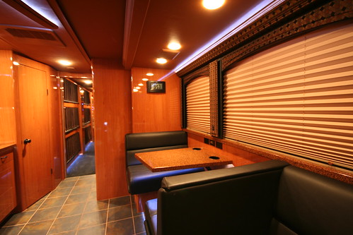 Quicksilver - Front Lounge