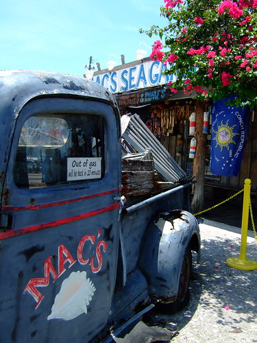 mac's sea garden historic seaport