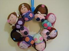 Guirlanda de bonecas (Sweet by Carla) Tags: bonecas fuxico lembrancinhas guirlandas portadematernidade