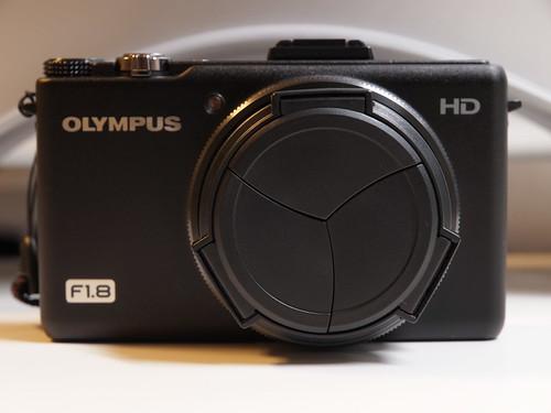 OLYMPUS XZ-1 + UN 自動開閉式レンズキャップ (UNX-9515)