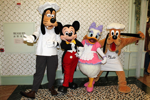 Meeting Chef Goofy, Mickey, Chef Daisy and Chef Pluto
