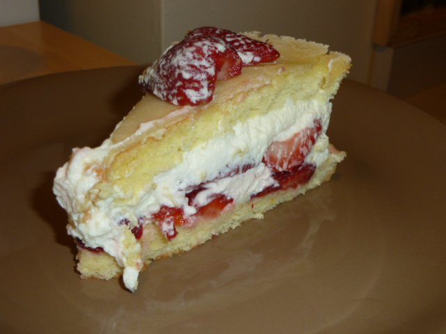 Daring Bakers July: Fresh Fraisiers