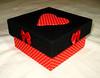 caixa coração vermelho (Hannah Crafting) Tags: artesanato cartonmousse patchworkembutido