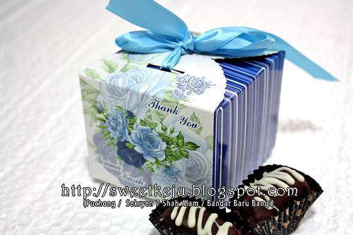 Blue Ribbon Box Packing