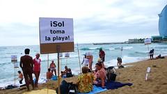 carlotta_betbese_2011-08-07_0413 (Fotomovimiento) Tags: barcelona playa protesta nudismo desnudo plaacatalunya nudisme acci nuu platjasantsebasti indignados aturemlesretallades acampadabcn indignats fotomovimiento15m