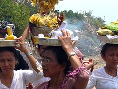 Cremation ceremony on Kuta beach . (Franc Le Blanc .) Tags: travel bali beach indonesia lumix women asia religion traditions panasonic hindu pantai kuta offerings agama