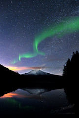 Northern Lights over Mount Hood (Gary Randall) Tags: oregon aurora mthood mounthood northernlights trilliumlake dsc5687northernlights