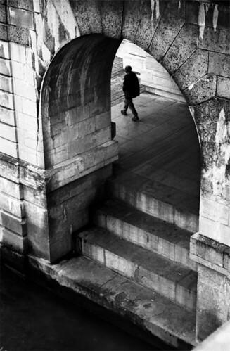 The walker  by xu-my