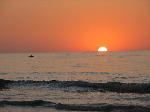 kayaker-at-sunrise