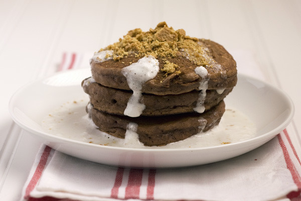 S'mores Pancakes from HandletheHeat.com